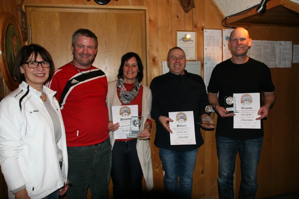 v.l. Centa Glöckler, Wolfgang Martin, Siegrid Unsinn (TSV), Stefan Filgertshofer (FFW) und Florian Schilcher (RWK)